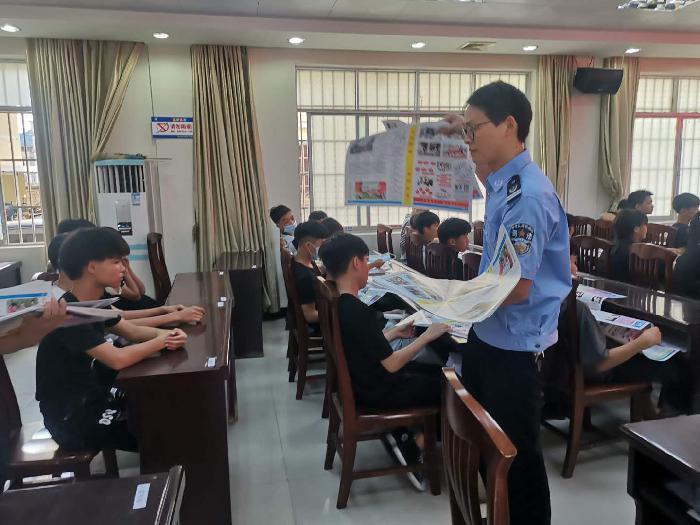 苍梧县开展青少年自我保护暨反邪教知识法治宣传活动